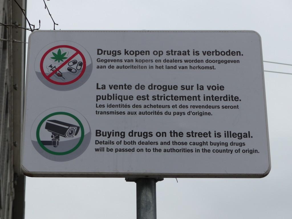 """""""Der Kauf von Drogen auf der Straße ist verboten."""""""
